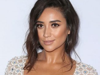 "Shay Mitchell - ""Mother's Day"" World Premiere"