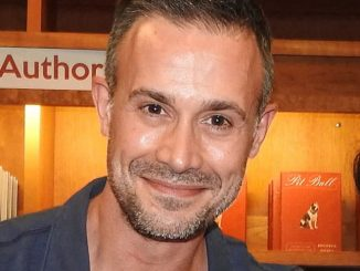 "Freddie Prinze Jr. ""Back to the Kitchen"" Book Signing at Vroman's Bookstore in Pasadena on June 11, 2016"