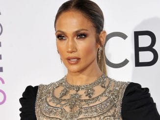 Jennifer Lopez - People's Choice Awards 2017