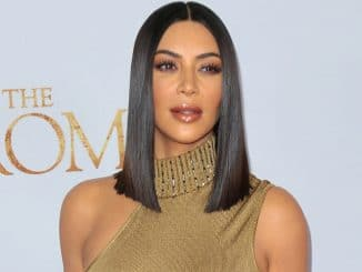 "Kim Kardashian West - ""The Promise"" Los Angeles Premiere - Arrivals - TCL Chinese Theatre, 6925 Hollywood Boulevard - 2"