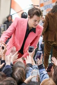"""Harry Styles in Concert on NBC's """"The Today Show"""" at Rockefeller Plaza in New York City - May 8, 2017 - 4"""