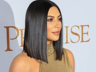 "Kim Kardashian West - ""The Promise"" Los Angeles Premiere - Arrivals - TCL Chinese Theatre, 6925 Hollywood Boulevard - 4"