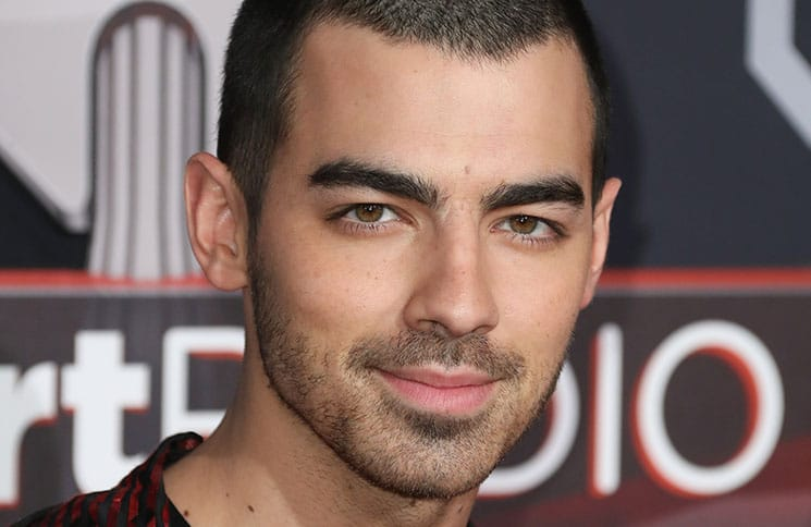 Joe Jonas: Fast taub durch seine Fans - TV News