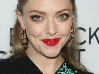 "Amanda Seyfried - ""The Last Word"" Los Angeles Premiere"