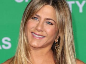 "Jennifer Aniston - ""Office Christmas Party"" Los Angeles Premiere - 4"