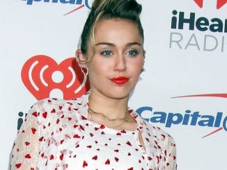 "Miley Cyrus über das Video zu ""Nothing Breaks Like A Heart"" - Musik News"