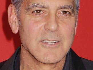George Clooney: Motorroller-Crash auf Sardinien - Promi Klatsch und Tratsch