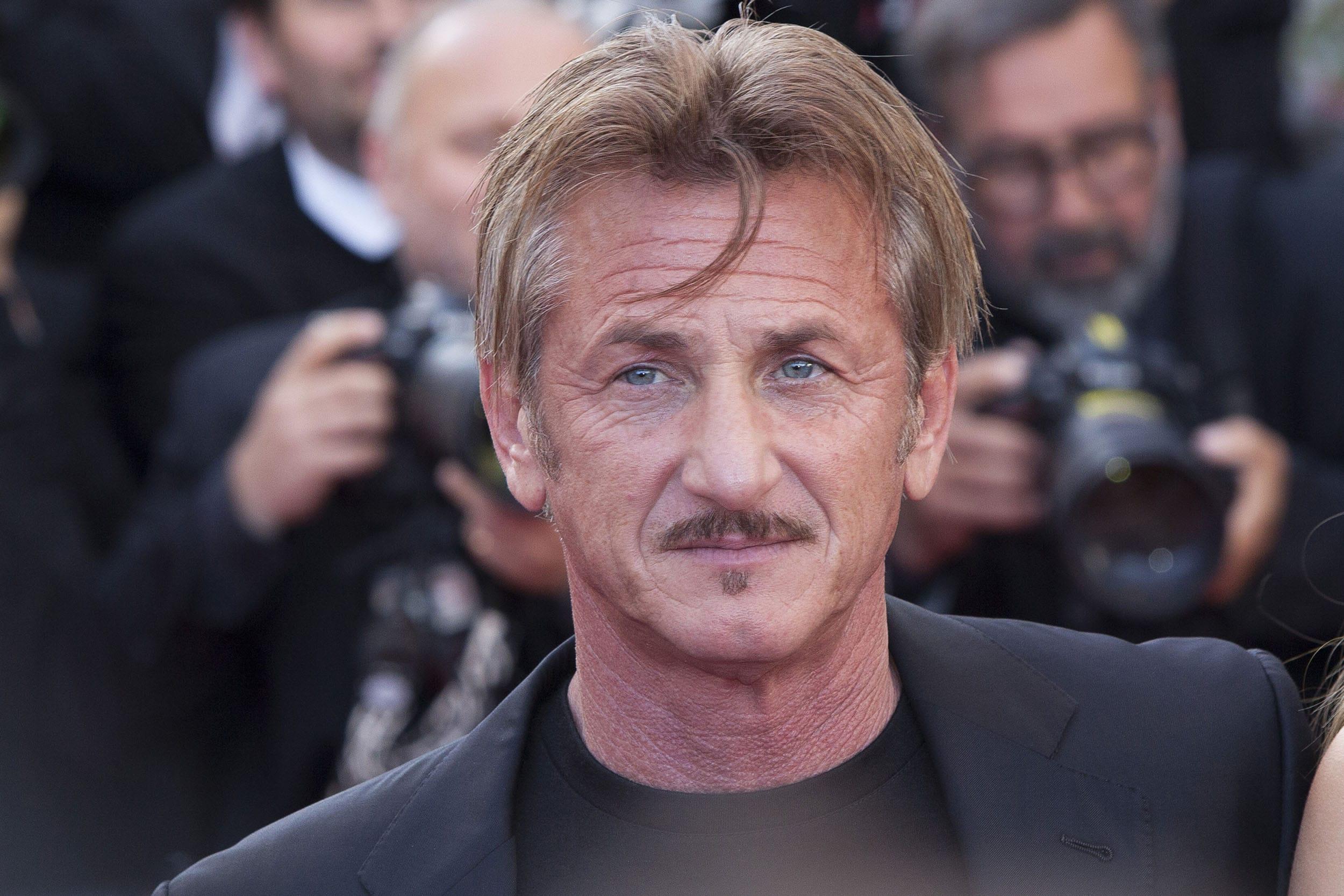 Sean Penn feiert Buchprämiere mit prominenten Gästen- Promi Klatsch und Tratsch