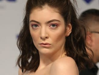 Lorde - 2017 MTV Video Music Awards - 4