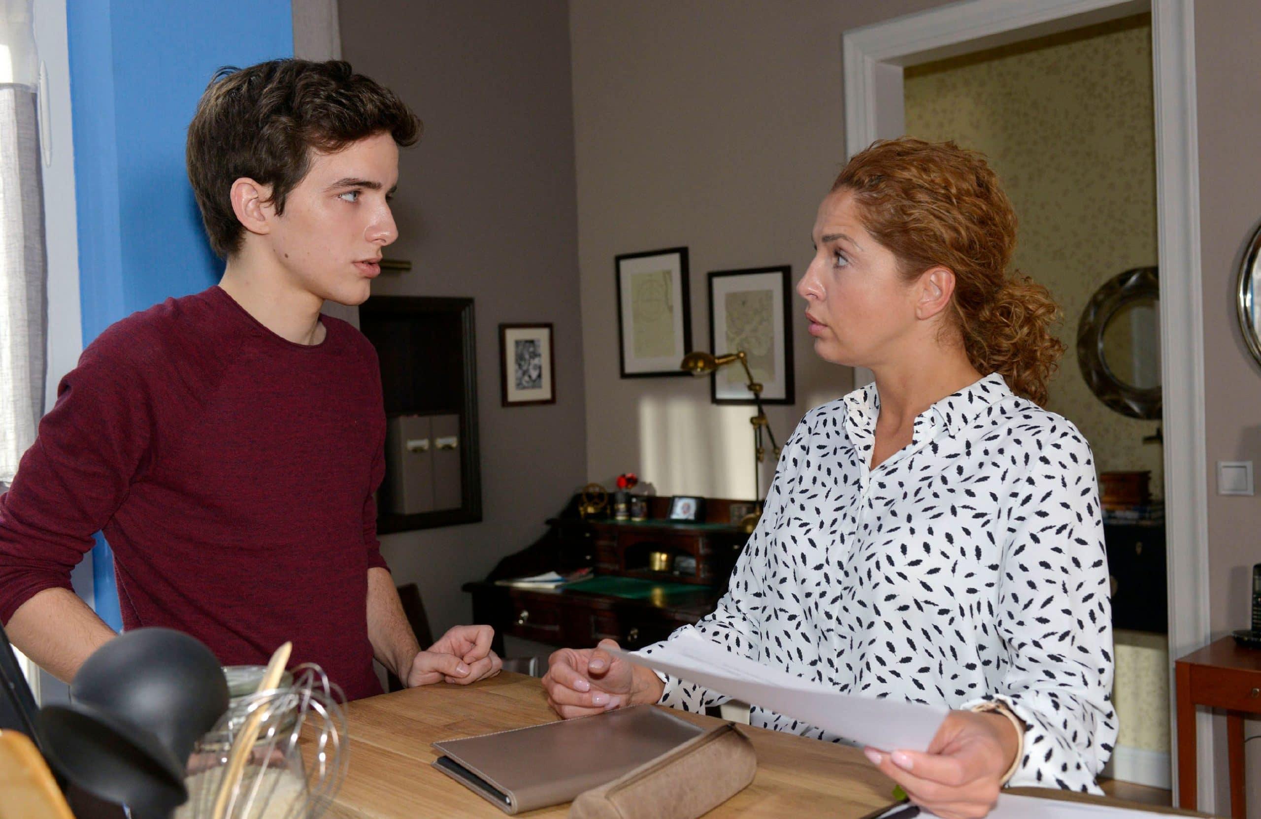 Luis (Maximilian Braun) redet mit Nina (Maria Wedig) Gute Zeiten, schlechte Zeiten