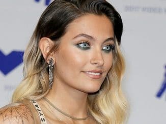 Paris Jackson als fleißige Putz-Fee am Walk-of-Fame - Promi Klatsch und Tratsch