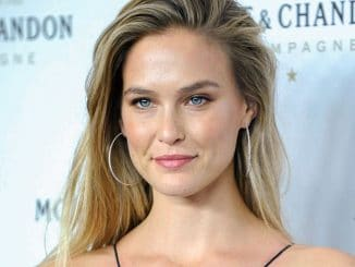 Bar Refaeli - Bar Refaeli and Moet & Chandon Celebrate Moet & Chandon as the Official Champagne of Times Square
