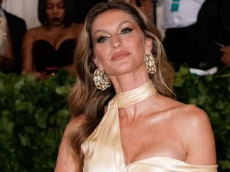 "Gisele Bündchen - ""Heavenly Bodies: Fashion & The Catholic Imagination"" Costume Institute Gala"