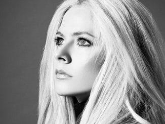 Avril Lavigne 30354567-1 thumb