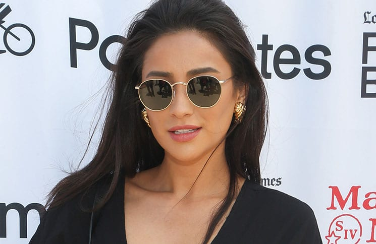 Shay Mitchell - 2018 Los Angeles Times Food Bowl - Secret Burger Showdown