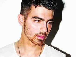 Joe Jonas 30358286-1 thumb