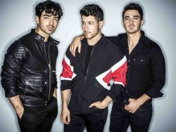 Jonas Brothers 30359493-1 big