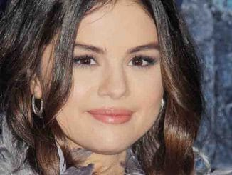 "Selena Gomez - Disney's ""Frozen 2"" World Premiere"