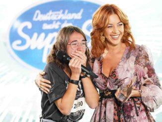 Carolin Milena Kries (l.) und Jurymitglied Oana Nechiti - Deutschland sucht den Superstar
