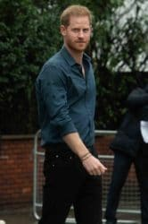 Prinz Harry - Prince Harry leaves Abbey Road Studios with Musician Jon Bon Jovi to pose on the Abbey Road Crossing