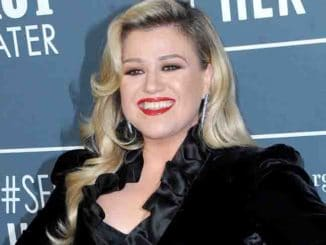 Kelly Clarkson - 25th Annual Critics' Choice Awards