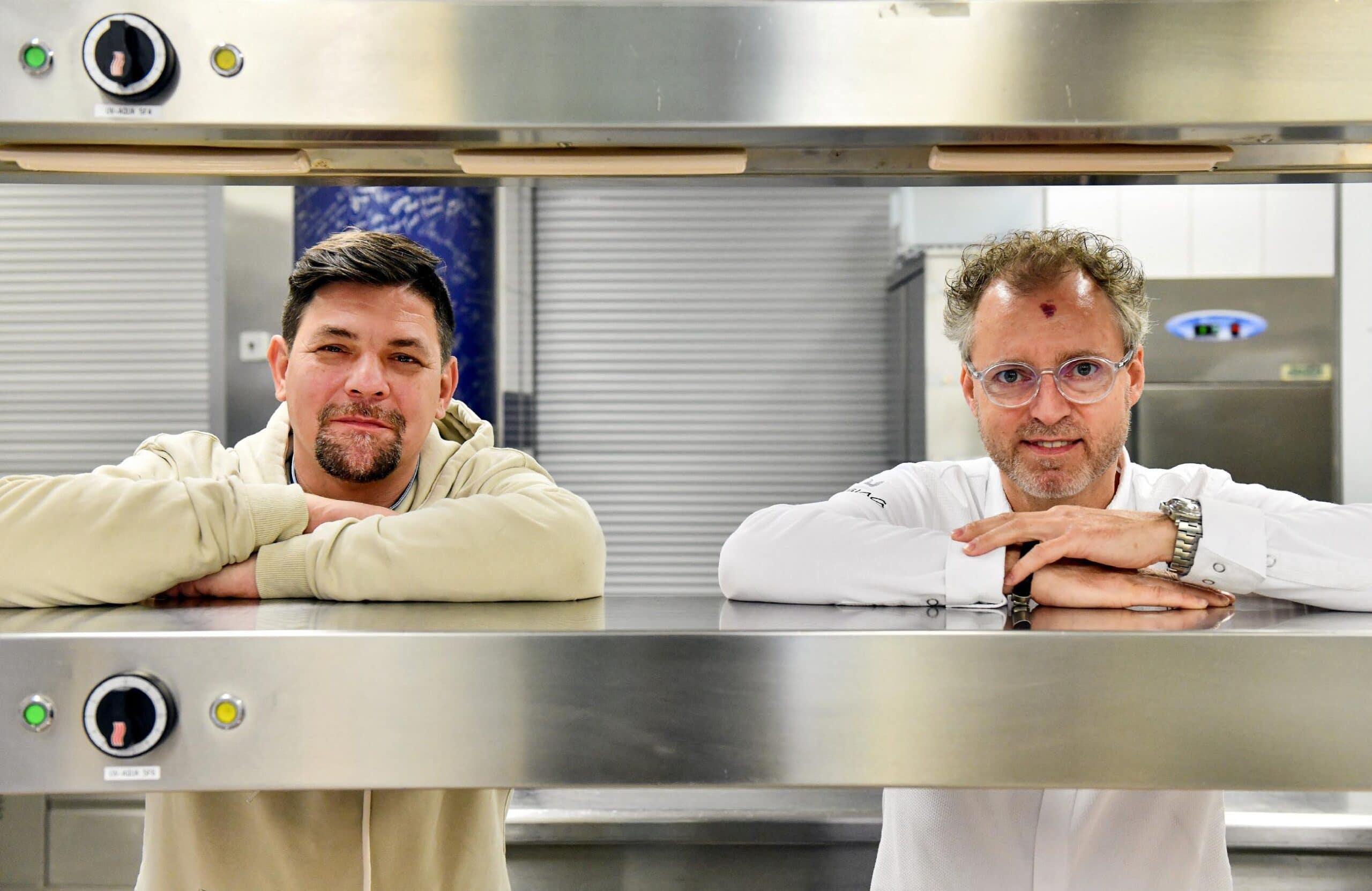 Tim Mälzer (l.) und Sven Elverfeld - Kitchen Impossible