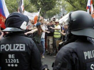 "Angriff von rechts: ""ZDFzoom"" über Demokratiefeinde"