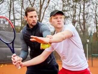 Tennistraining für Hauptdarsteller Bruno Alexander