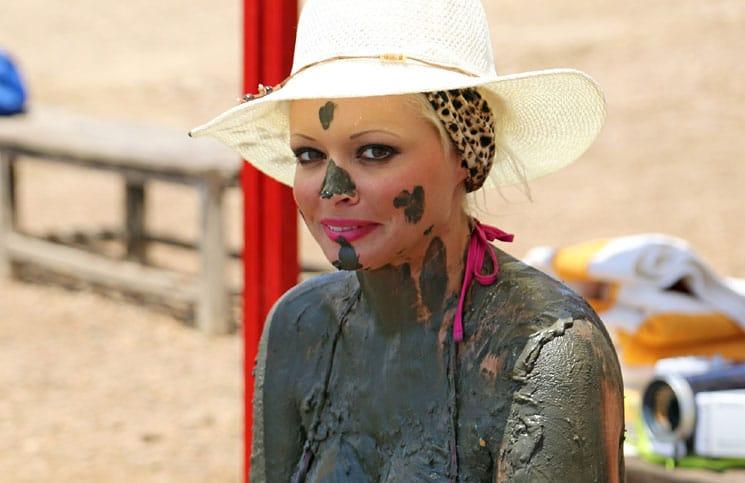 Daniela Katzenberger experimentiert mit Schlammmasken in Jordanien