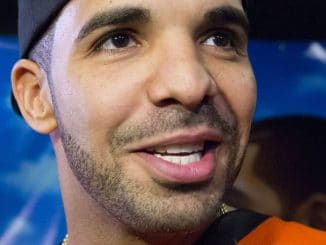 "Drake - Drake Meets Fans and Signs Copies of His New Album ""Nothing Was The Same"" at hmv in Toronto"