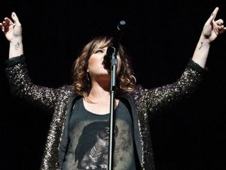 Kelly Clarkson - Q102's Jingle Ball 2011 Presented by Mazda