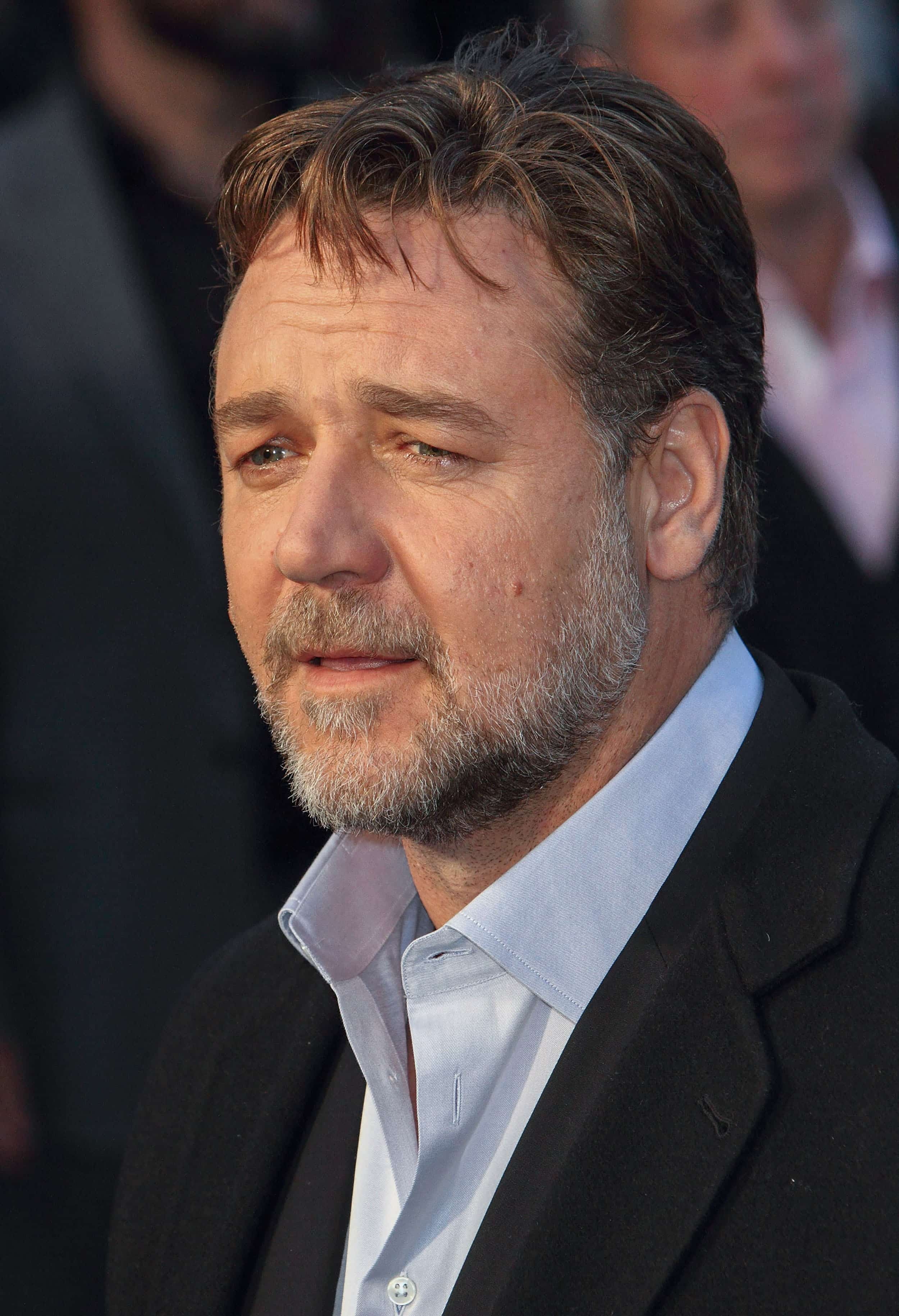 russell crowe danielle spencer geht ihm nicht aus dem kopf loomee tv. Black Bedroom Furniture Sets. Home Design Ideas