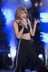 """Taylor Swift - """"New Year's Rockin' Eve 2015"""" with Taylor Swift in Concert in Times Square"""